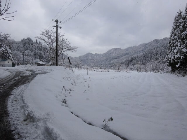 八木沢集落 入口の冬