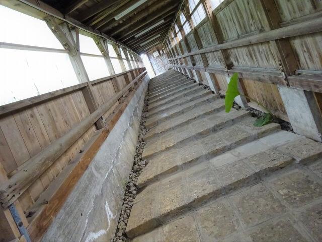八森駅 階段