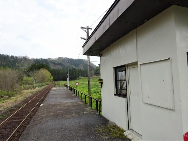 岩野目駅 構内