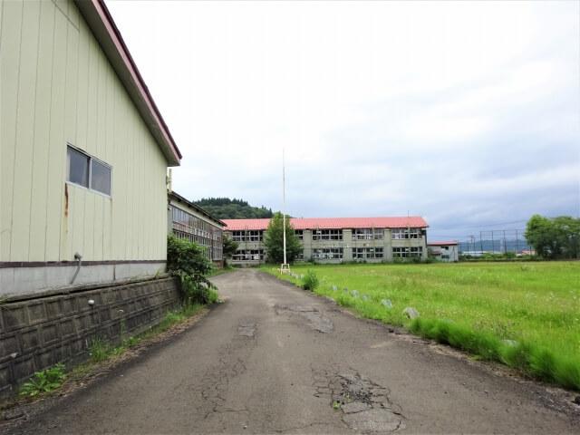 旧切石小学校 敷地内