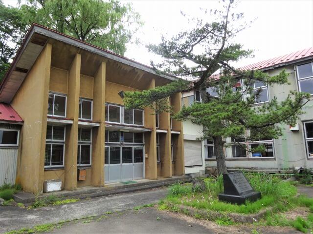 旧切石小学校 玄関