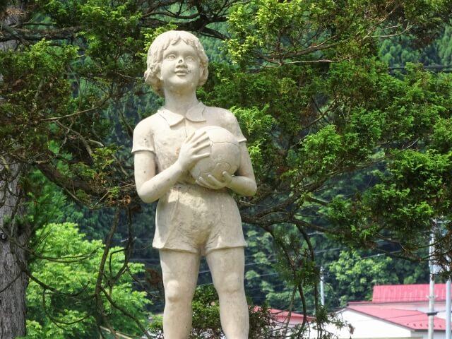 旧二ツ井町 種梅小学校 銅像