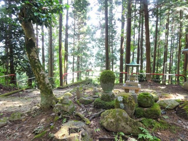 マンコ将軍の墓 背面