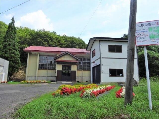 雄和町立中の沢小学校 外観