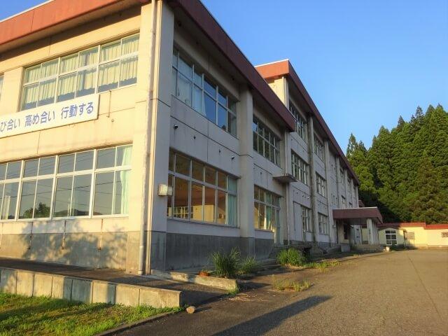 湯沢市立須川中学校 外観